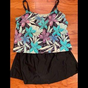 Delta Burke Swimwear Top Size 24